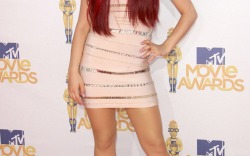 Ariana Grande's Height Illusion Style