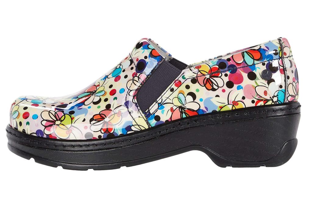 klogs, nurse shoes