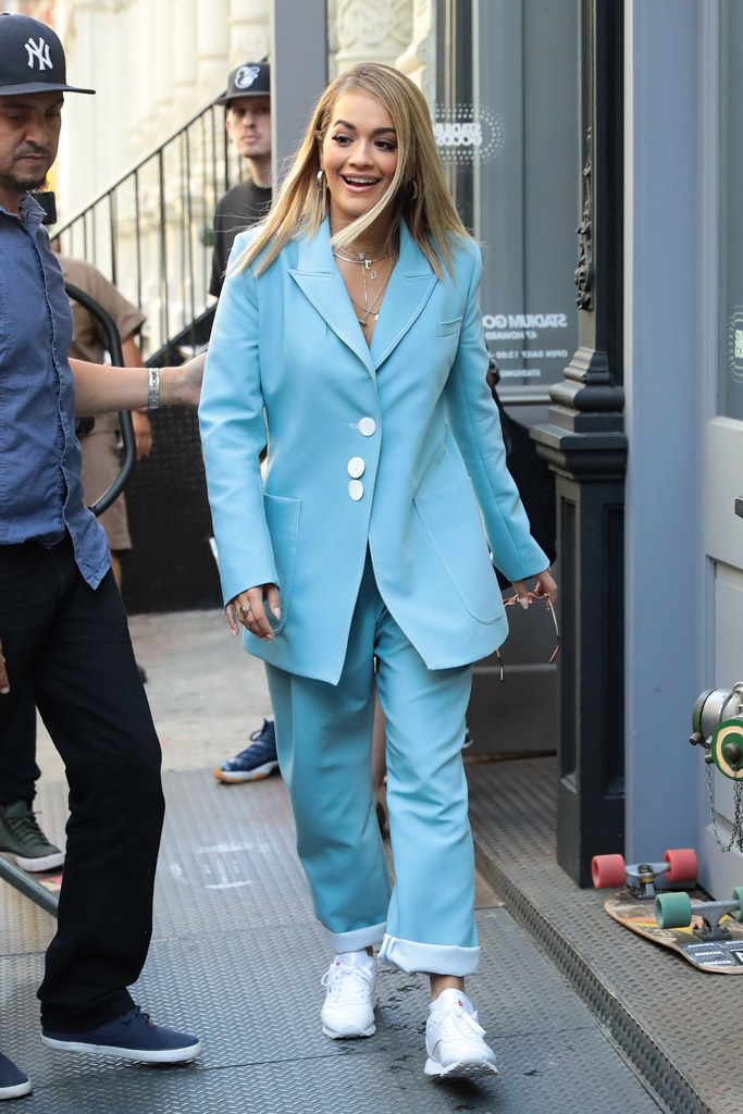 Rita Ora, suit