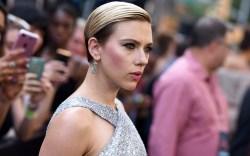 Scarlett Johansson wears cat eye make