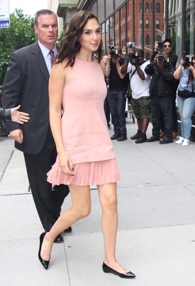 wonder woman, gal gadot, red carpet, fashion, style, dress, sandals, flats, premiere, movie