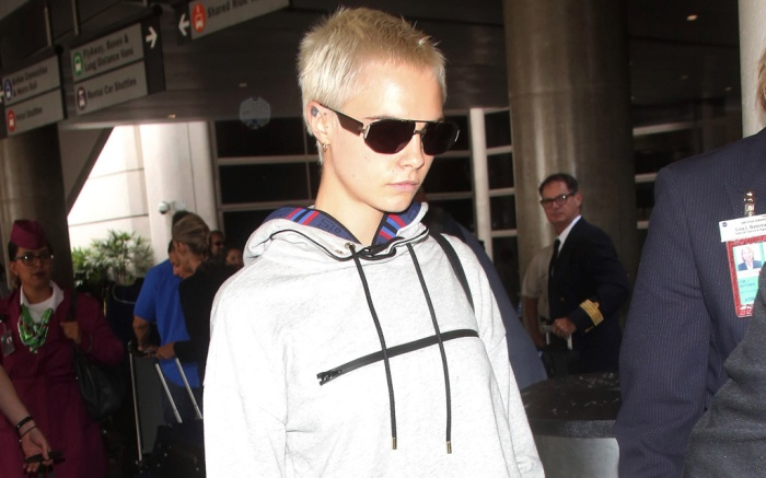 cara delevingne airport style