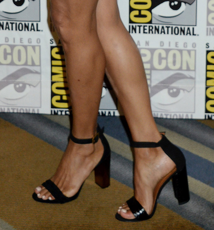 halle berry, comic con, 2017, sandals, romper, feet, shoes, beer, drinking, Kingsman: The Golden Circle, Aquatalia