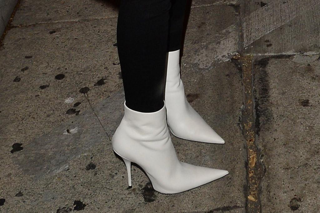 emily ratajkowski style white boots