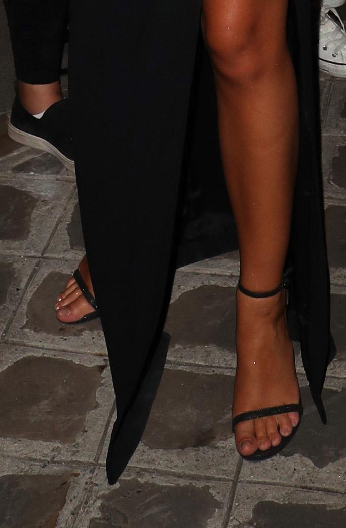 Emily Ratajkowski, nudist, stuart weitzman, sandals, feet, model, fashion week, paris, dress, black dress, mugler, vogue party