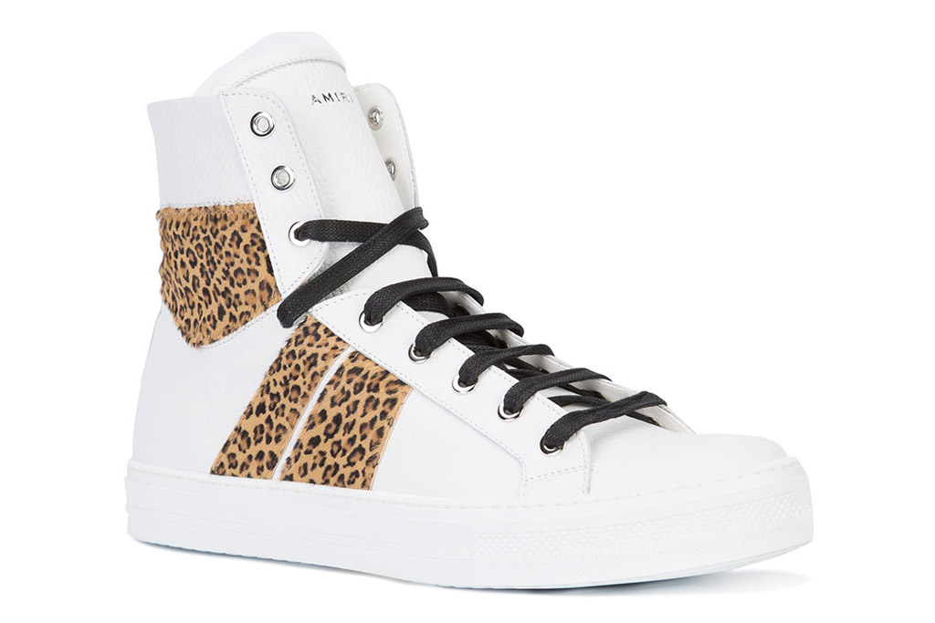 Gigi Hadid, leopard, sneakers
