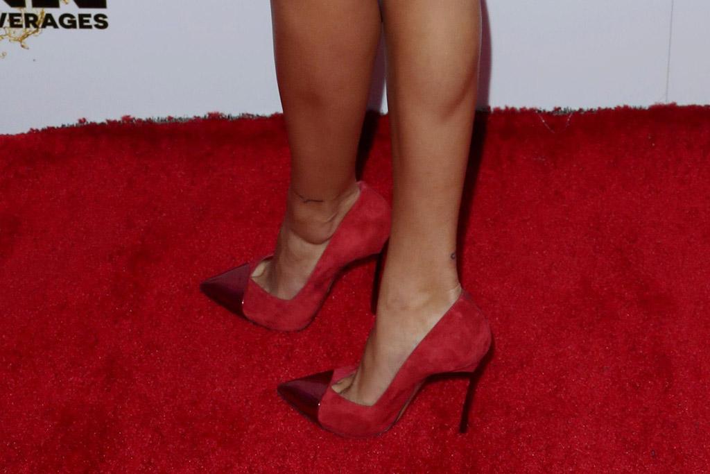 Hailey Baldwin, red shoes