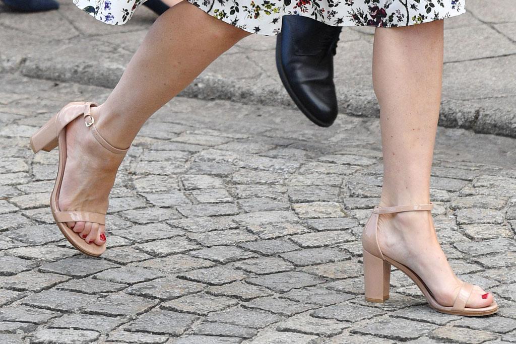kate middleton poland style nude sandals floral dress