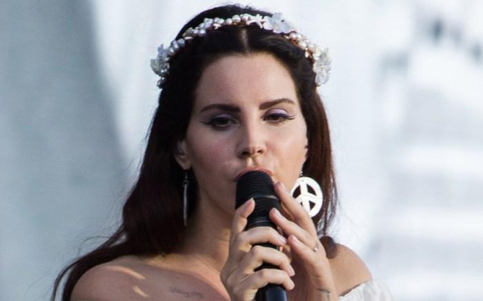 Lana Del Rey Performs