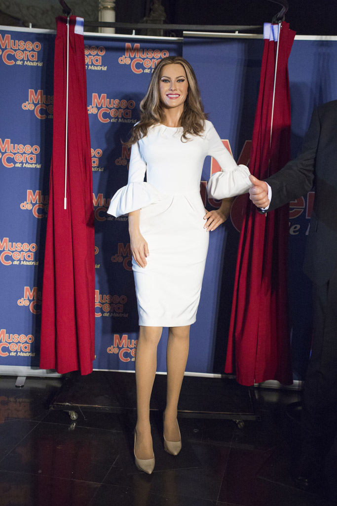 Melania Trump, wax figure, waxwork, donald trump, madrid, spain, madrid wax museum, nude shoes, white dress, Roksanda, nude, shoes