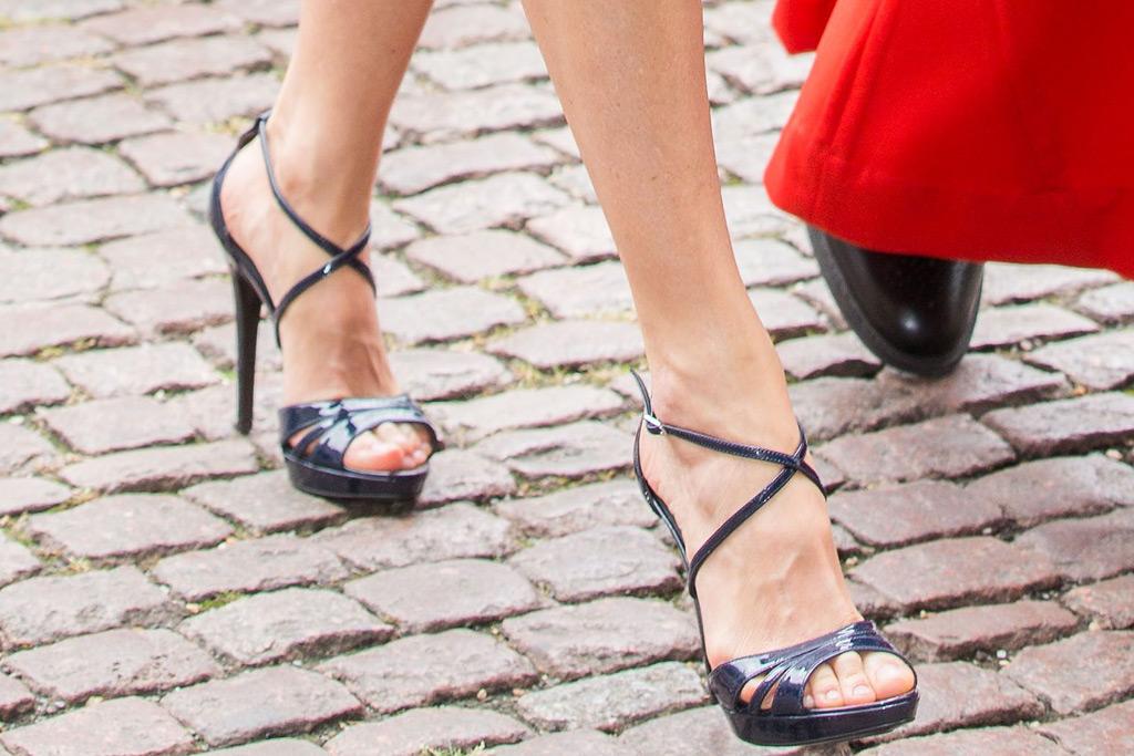 queen letizia uk trip style magrit sandals