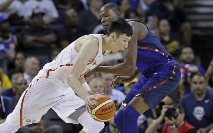 Zhou Qi and Kevin Durant