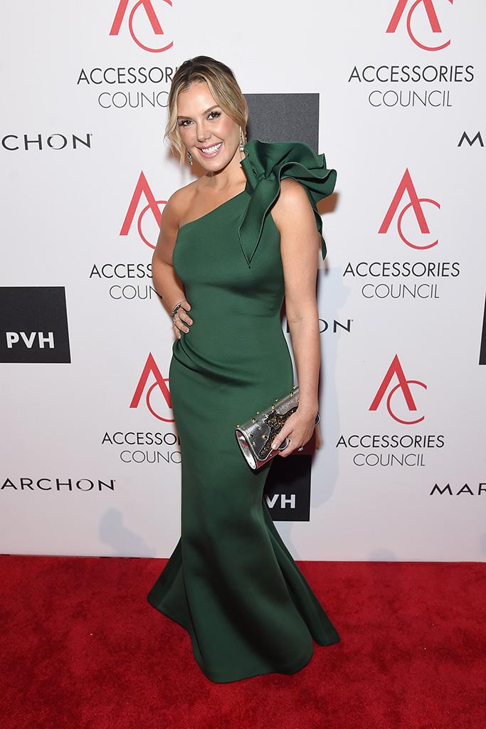 Kendra Scott's green one-shoulder gown hid her Aquazzura sandals.