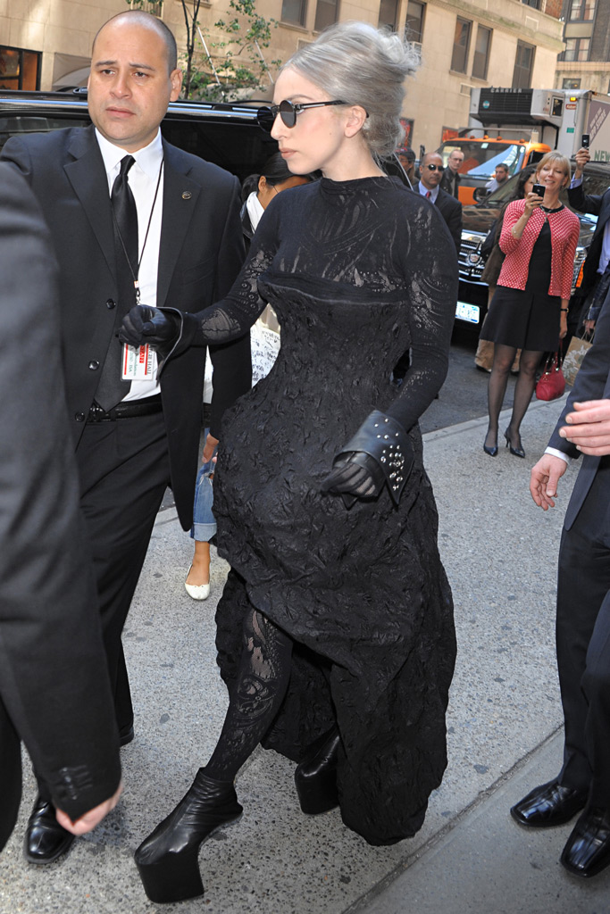 Lady Gaga, no heel, Brooke Shields