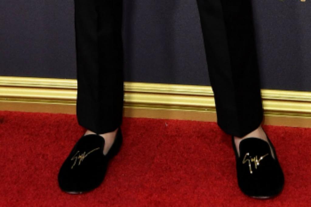 Giuseppe Zanotti velvet logo loafers, noah schnapp