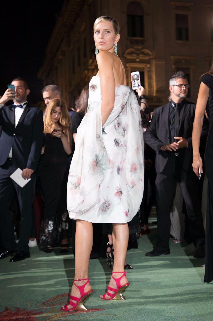 green carpet fashion awards, Karolina Kurkova, Ferragamo 'F' sandals