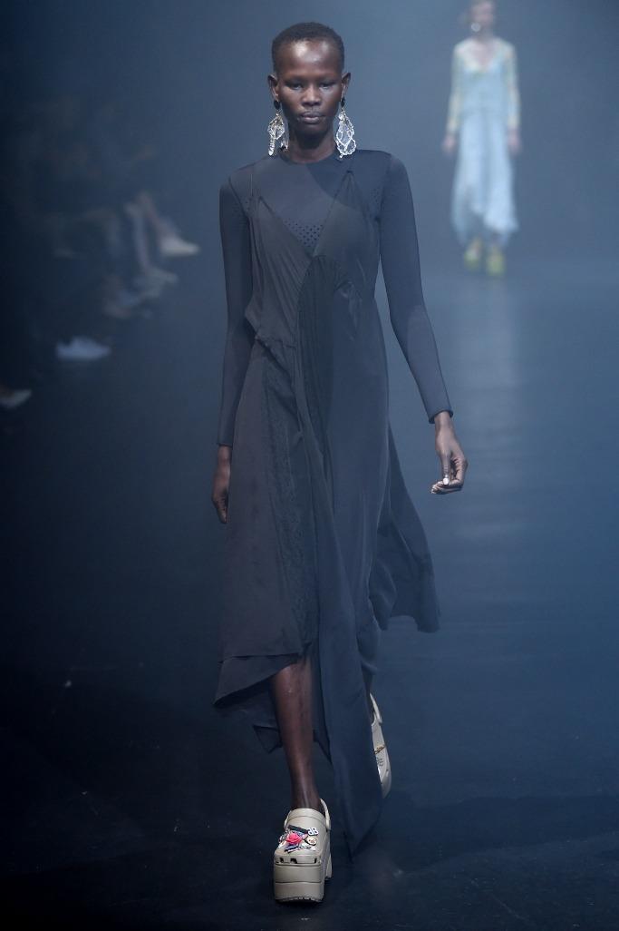 Balenciaga ready to wear spring 2018, paris fashion week