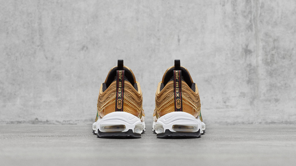 Litoral panel intencional  Christiano Ronaldo's Nike Air Max C7 Shoes Have a Special Message – Footwear  News
