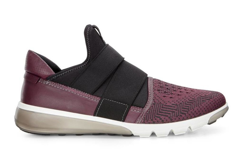 men's athletic shoes with velcro straps