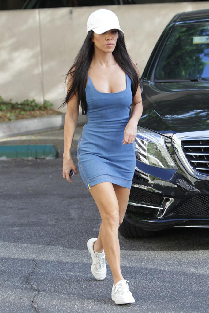 kourtney kardashian body, blue dress