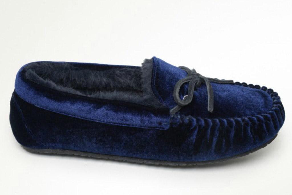 Minnetonka Velvet Slipper with cozy faux shearling lining