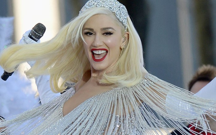 Gwen Stefani looks like an angel during her holiday performance