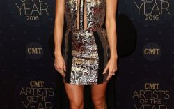 Carrie Underwood's Leggy Red Carpet Style