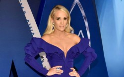 Carrie Underwood arrives on the red