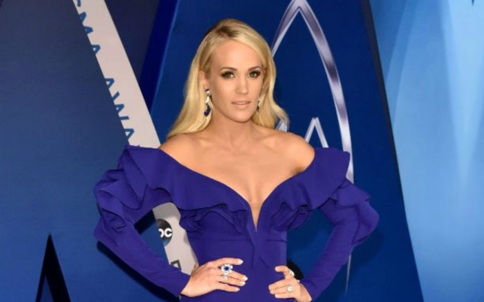 Carrie Underwood arrives on the red carpet at the CMA Awards