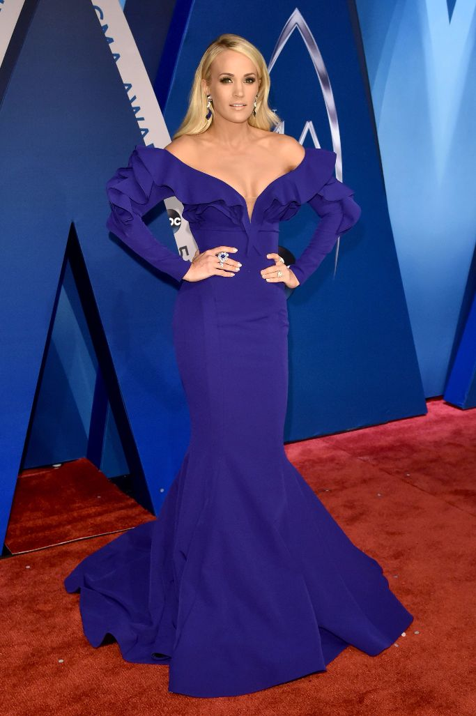 carrie underwood, cma awards 2017 red carpet