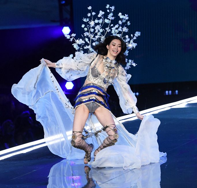 ming xi fall, ming xi fall vs fashion show, victoria's secret fashion show