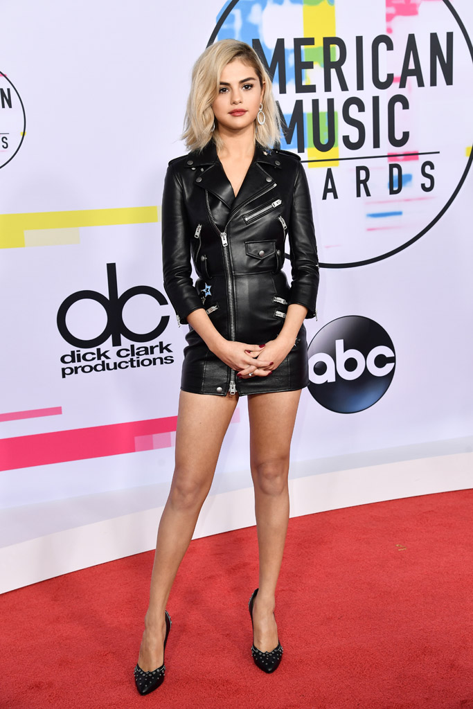 selena gomez, blonde, coach dress, red carpet, amas, american music awards 2017