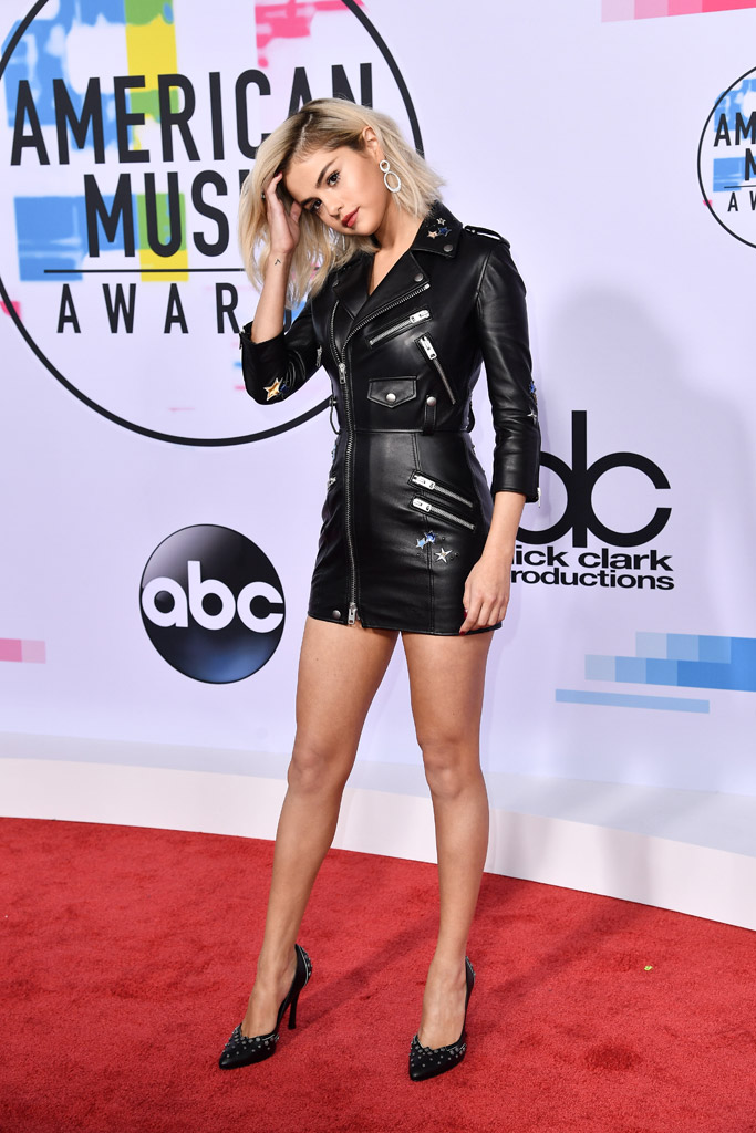 Selena Gomez, blonde, hair, amas, 2017 american music awards, red carpet