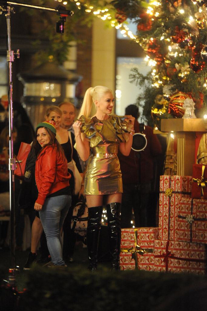 Gwen Stefani christmas, the grove, gold dress, boots