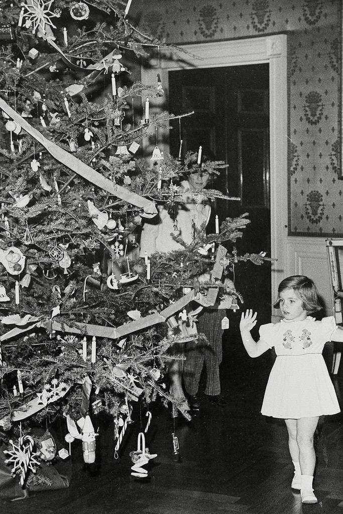 kennedy, christmas, holiday decor, white house 1960s, caroline kennedy