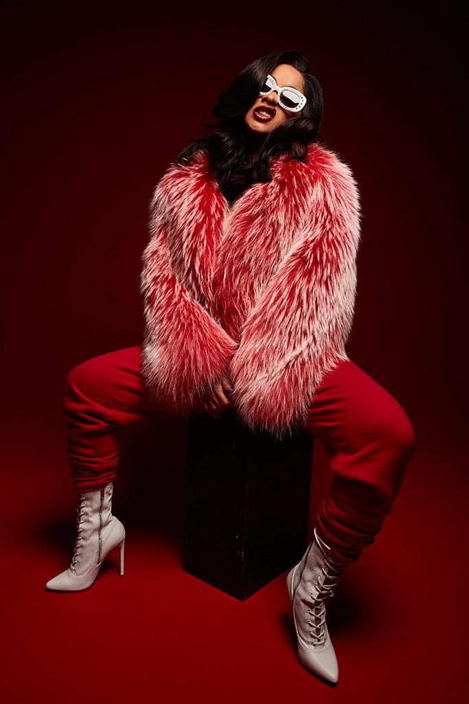 arrojar polvo en los ojos tinción Solicitante  Cardi B Poses in Her Favorite Steve Madden Shoes [PHOTOS] – Footwear News