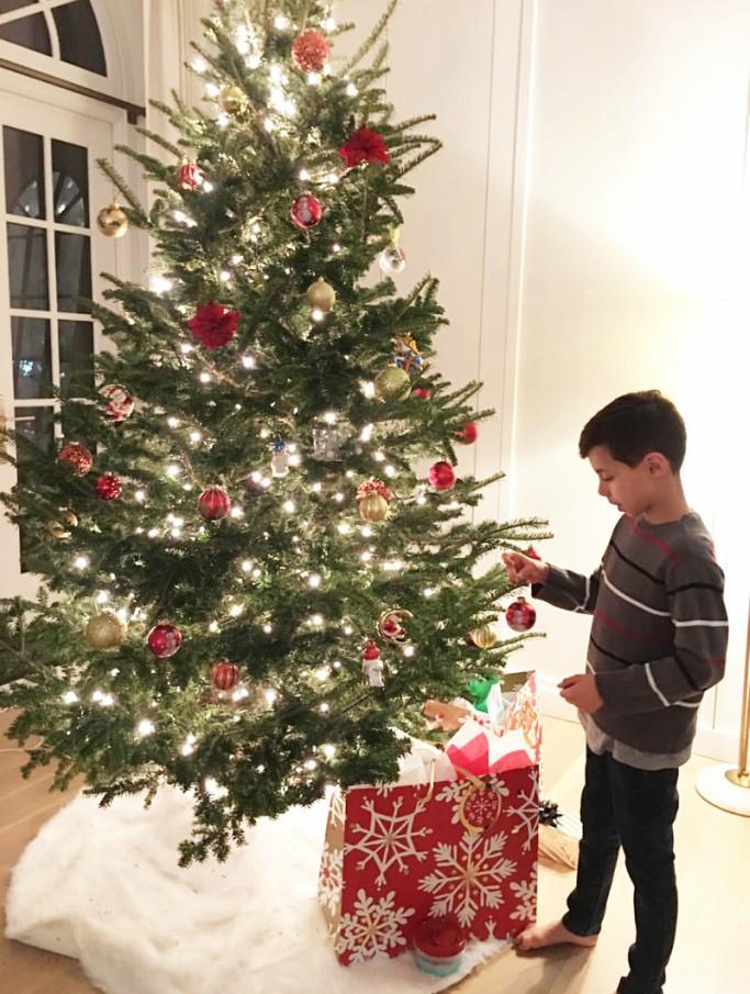 jennifer lopez son max, christmas tree