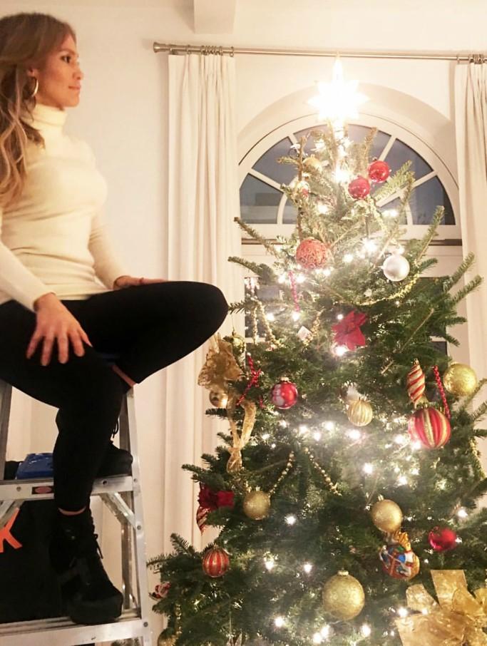 jennifer lopez, christmas tree, platform boots
