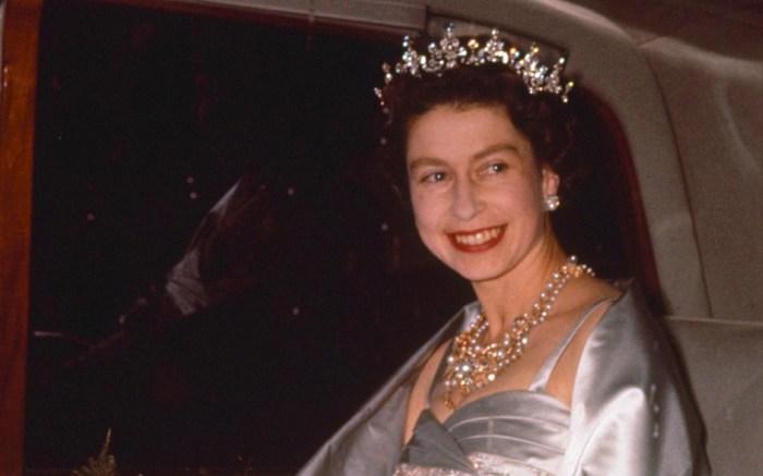 queen elizabeth, 1960, car