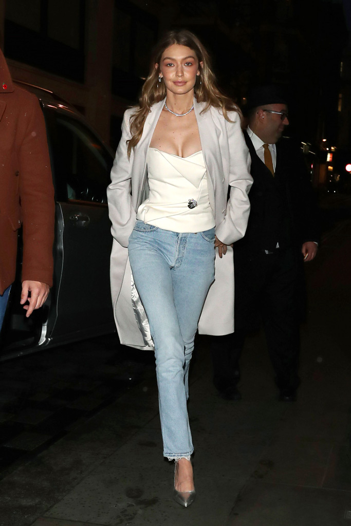Gigi Hadid, pumps, straight leg jeans