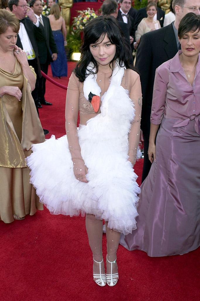 bjork, 2001 academy awards, swan dress