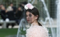 chanel haute couture, kaia gerber