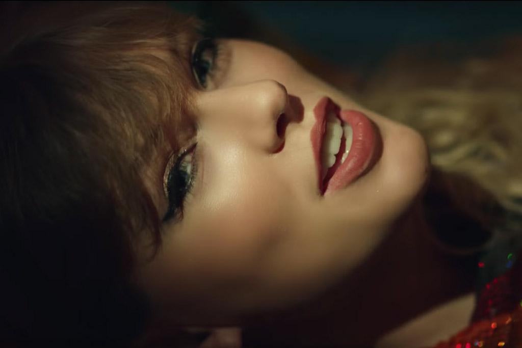 Taylor Swift Wears No Pants Trend