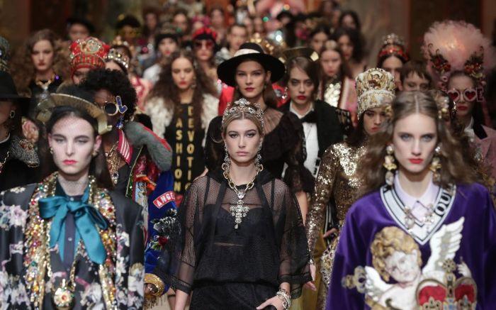 Hailey Baldwin Dolce & Gabbana Fall 2018 Fashion Sinner