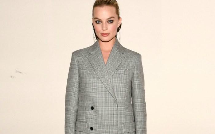 Margot Robbie rocks chic, but puzzling trends at Calvin Klein runway show.