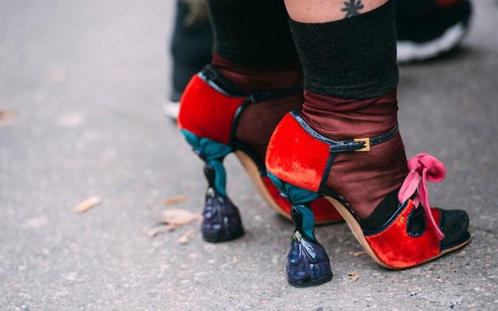 milan-fashion-week-street-style-fall-2018-Prada-2