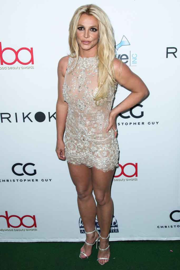 Britney Spears wears ill-fitting shoes to the Hollywood Beauty Awards.