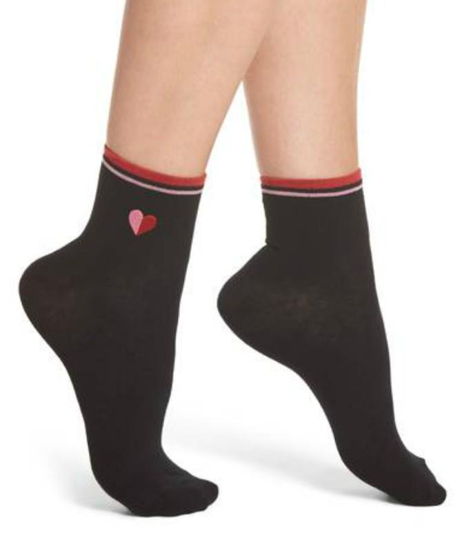HueEmbroidered Heart Ankle Socks