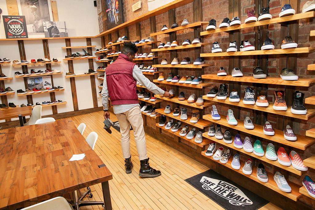 Frustración núcleo Adulto  Vans Stores Closed Until April 5 in US & Canada Due to the Coronavirus –  Footwear News