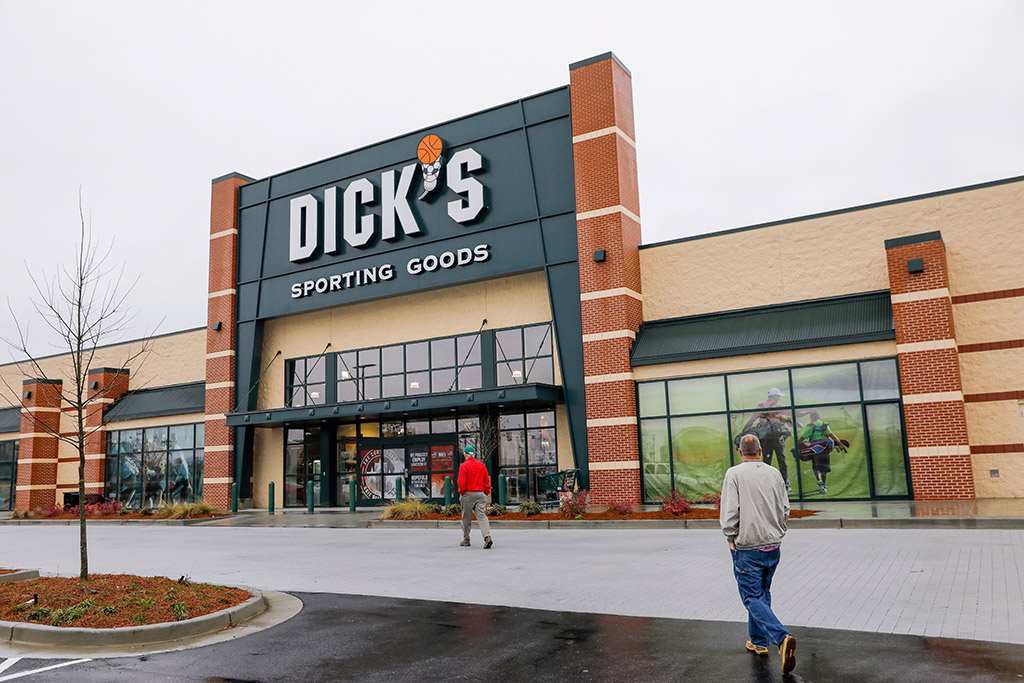 Dick's sporting goods to stop selling gun in some stores